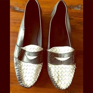 VNTG Cole Haan Resort Black/ White woven loafers